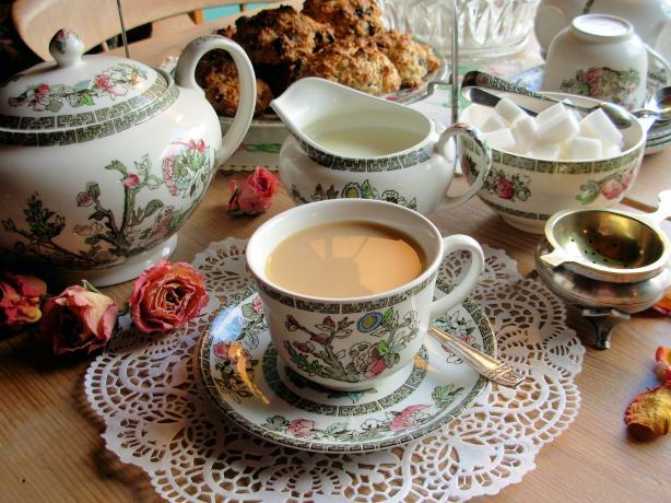 Típico té con pastas inglés