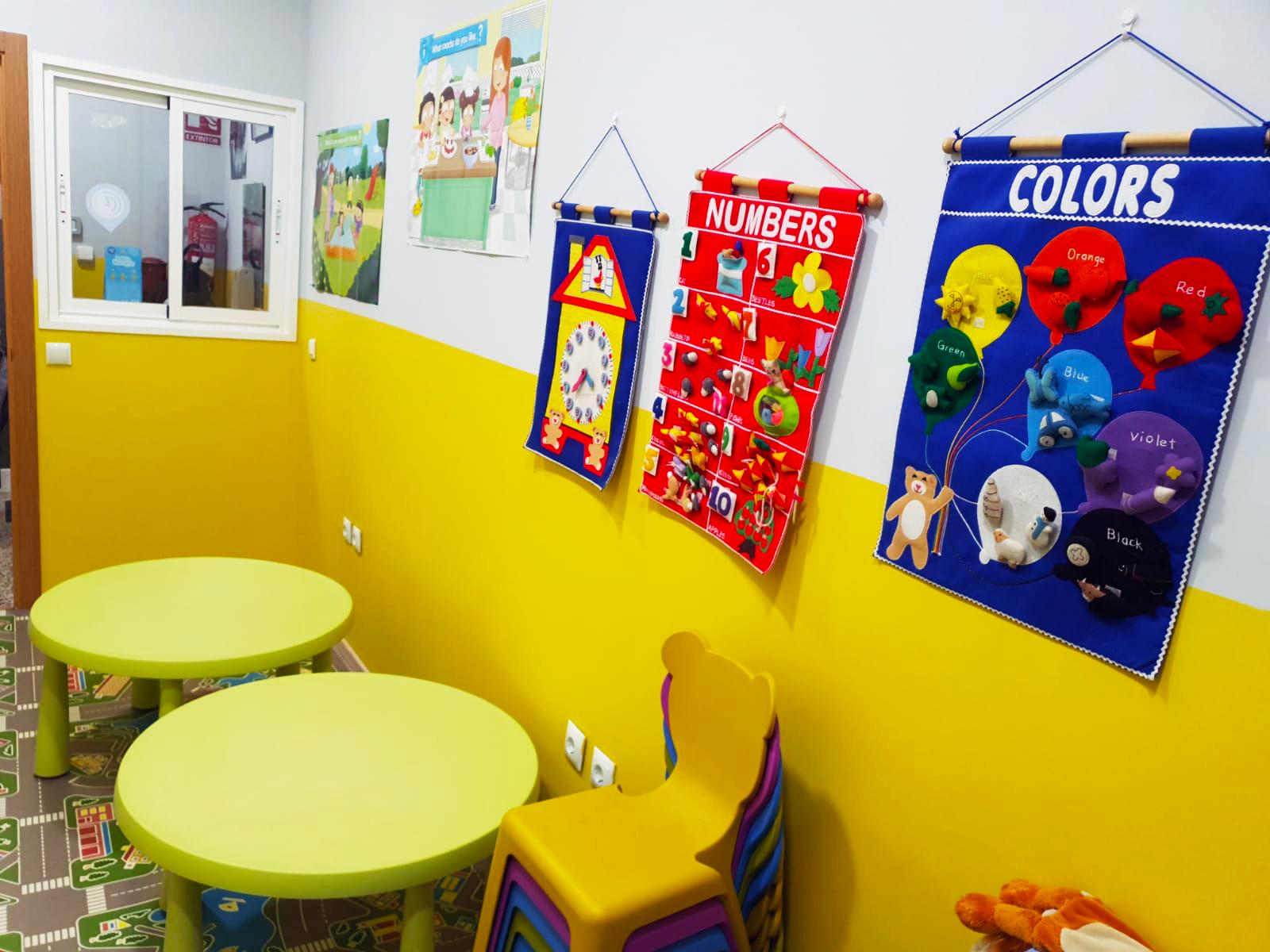 Clase de inglés para niños pequeños en Algeciras